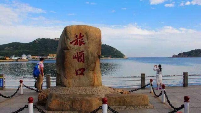 海钓平台,通过海边的引桥走上海钓平台.