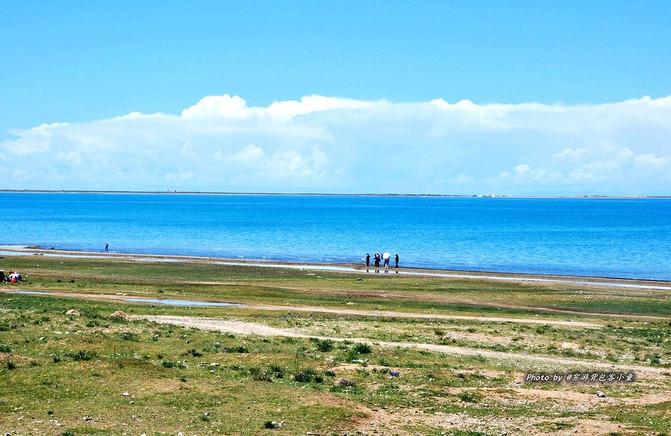 在湖边银色的沙滩上,那情那景真是动人.