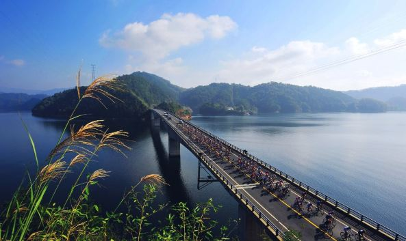 p>千汾线 /p>  p>途经淳安千岛湖大桥,界首乡,小金山大桥,姜家镇