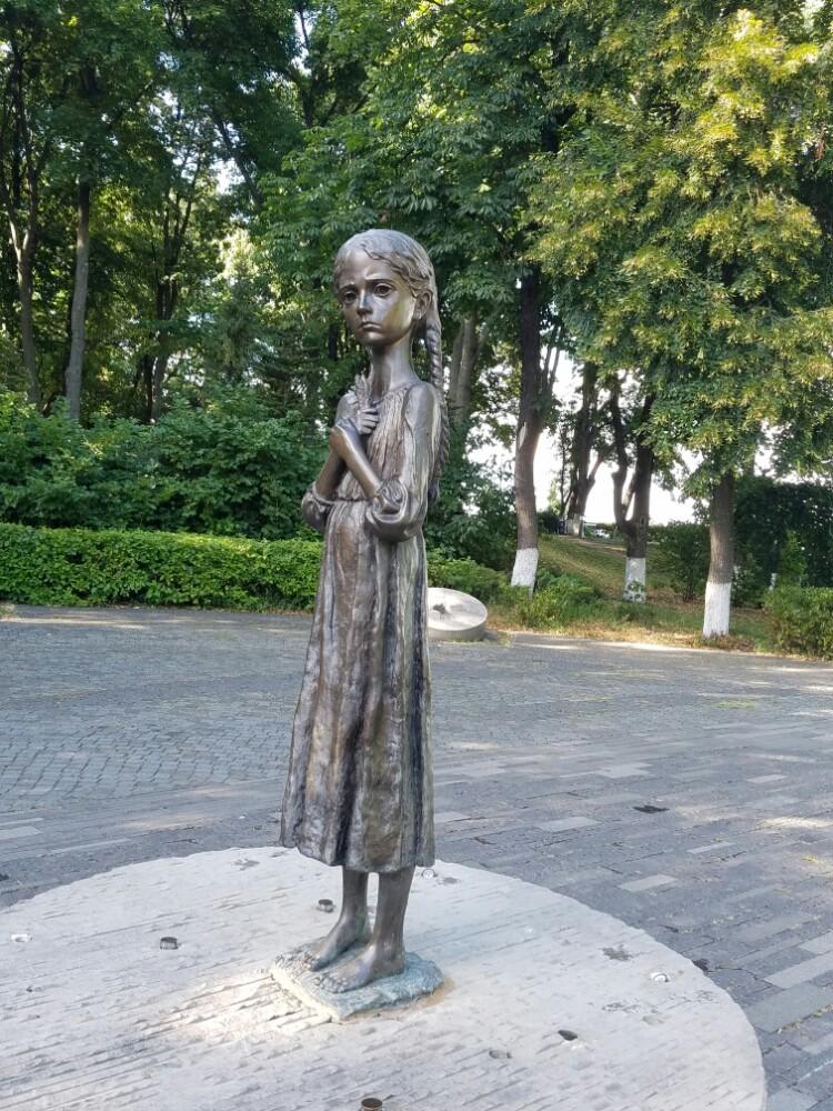 """国立大饥荒受害者纪念博物馆  National Museum""""The Memorial in Commemoration of Famines'Victims in Ukraine""""   -1"""