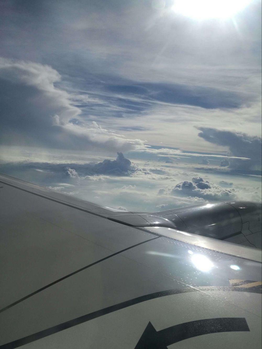 老妈在飞机上拍的蓝天白云