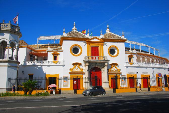 白眼球发黄图片_这种黄白相间大眼睛的建筑,像不像孙悟空为了躲避二郎神而变的土地庙?