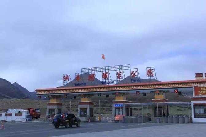 """蒙古语名称为""""腾格里海"""""""