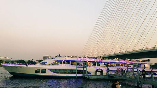 曼谷大游船+湄南河夜市+Asiatique男人美食一皇宫兽美码头远古txt图片