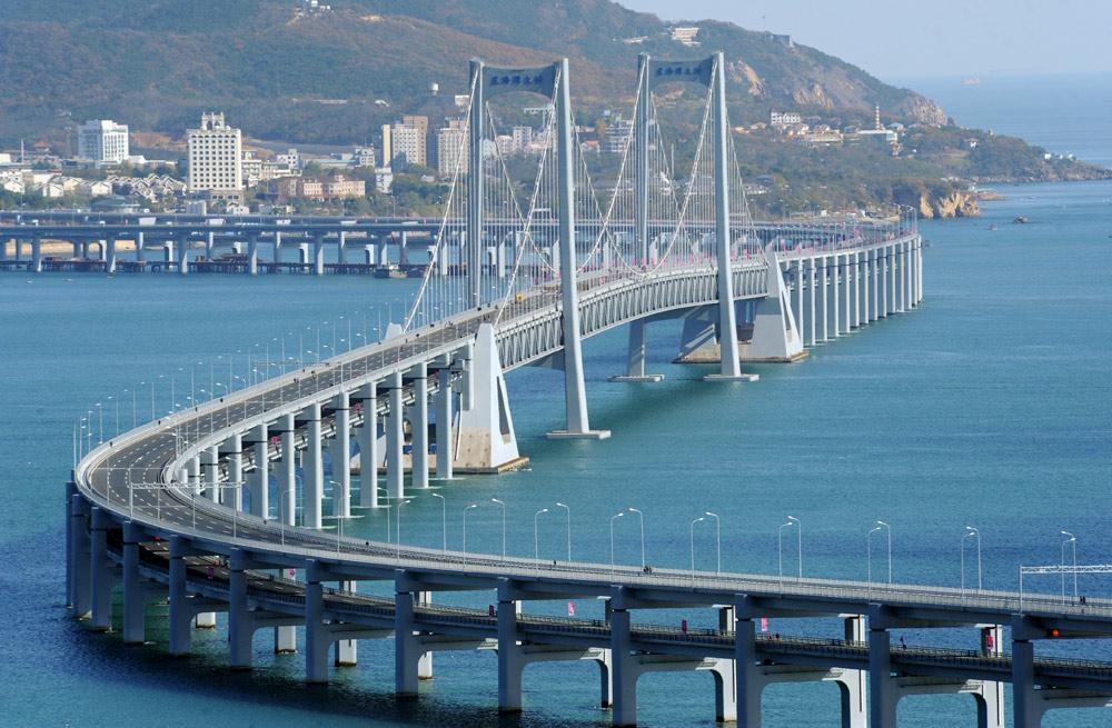 青岛海湾大桥(又称:胶州湾跨海大桥)位于中国山东省青岛市,为跨越