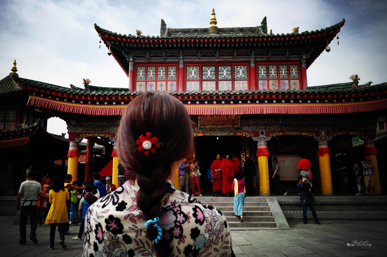因为塔尔寺是藏传佛教的活动中心