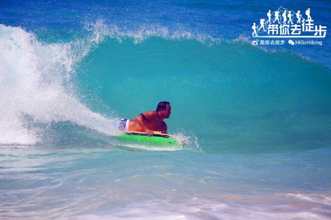 夏威夷欧胡岛桑迪海滩公园sandy beach park,人体冲浪