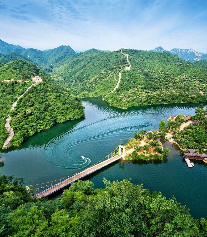 景区是以奇而著称,以秀为特色,融青山,碧水,长城,古树为一体的旅游