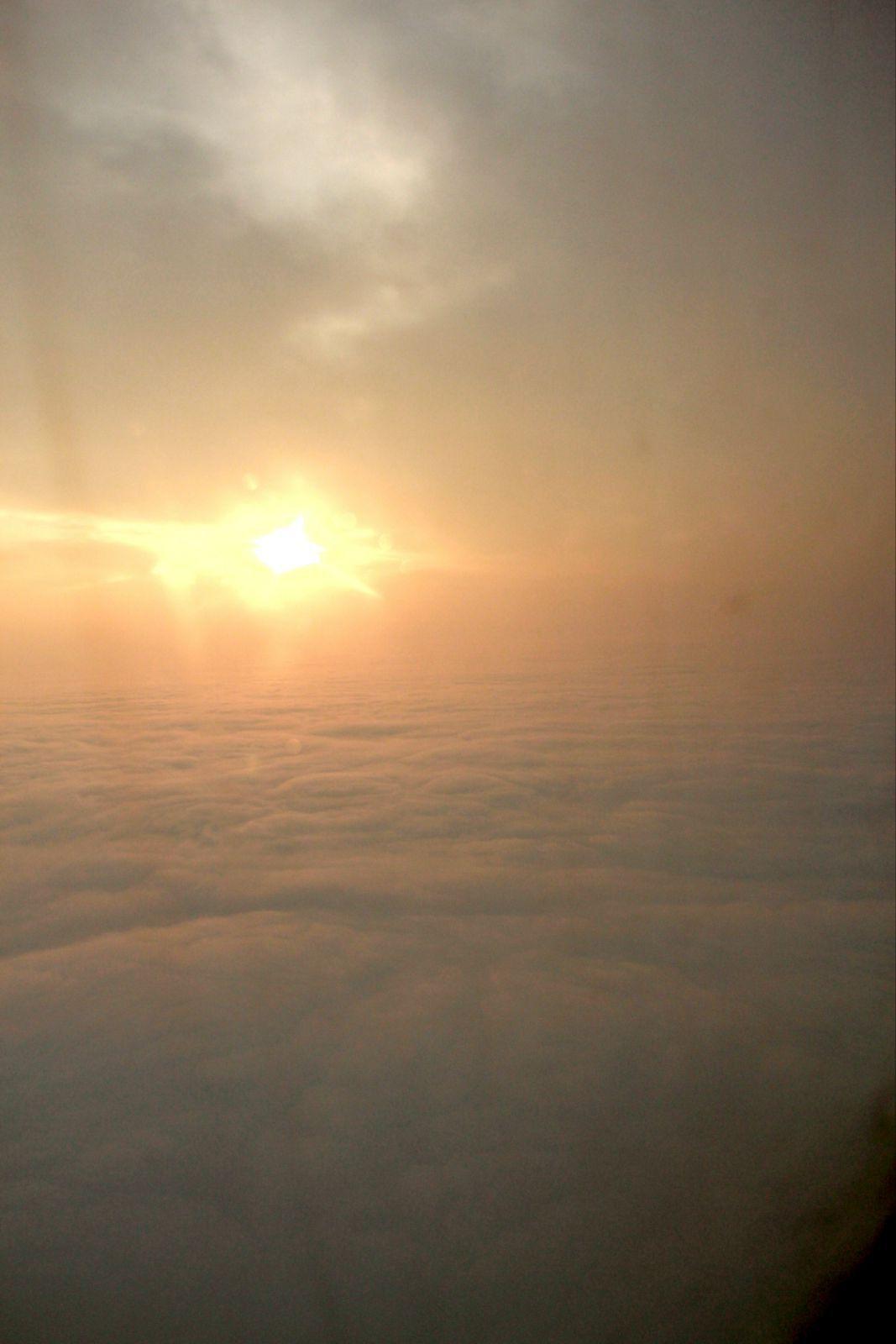太阳刚刚升起来的时候,很耀眼!