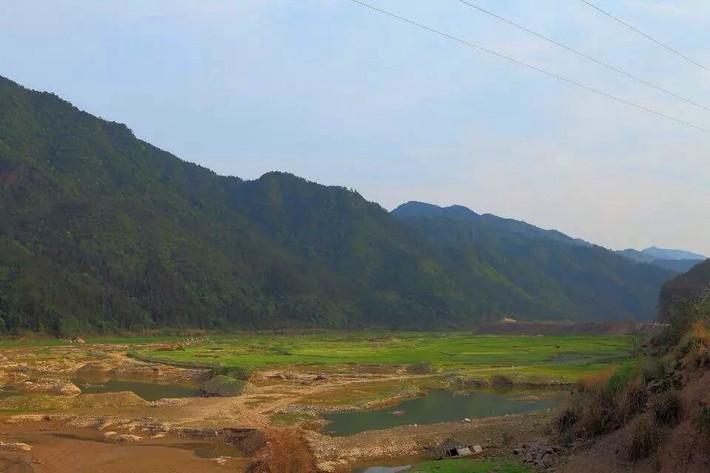 白鹤山庄位于泰顺县司前镇.