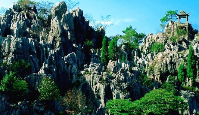 石林景区,距离酒店28公里# 石林位于千岛湖东南的石林镇,有时云雾