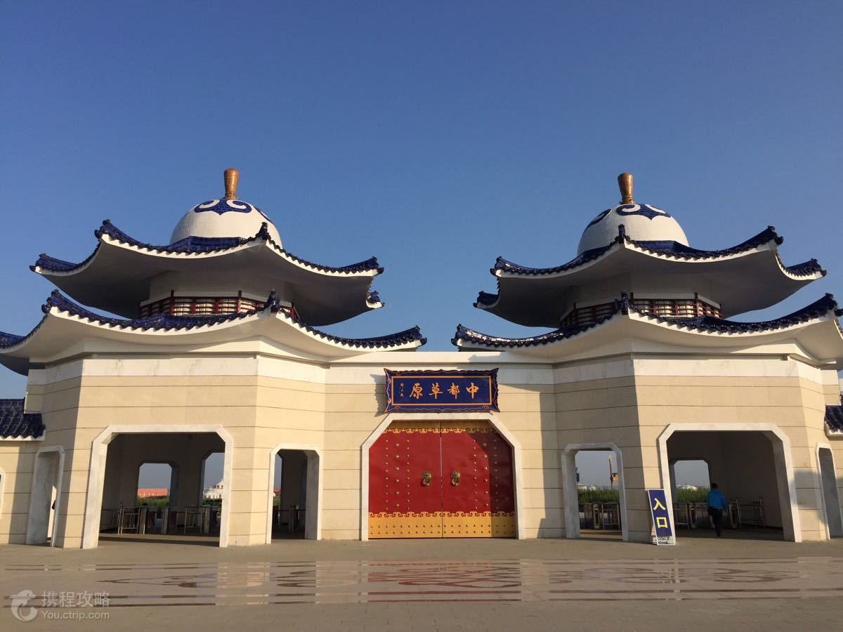 酒店有巨大的高档次蒙古包,蒙古风格的宫殿建筑等,很有特色,这里的图片