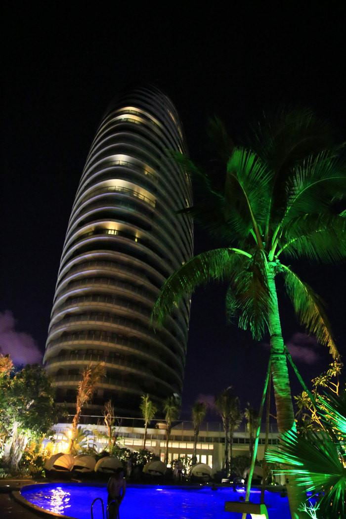 最后一晚,再欣赏一下凤凰岛美丽的夜景,留下三亚这个城市最美的回忆