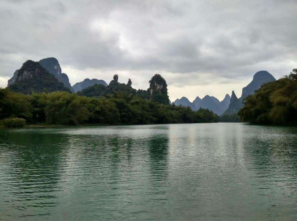 否则推荐去游览附近的武阳江,罗城的三大水元素风景之一,翡翠绿的江水