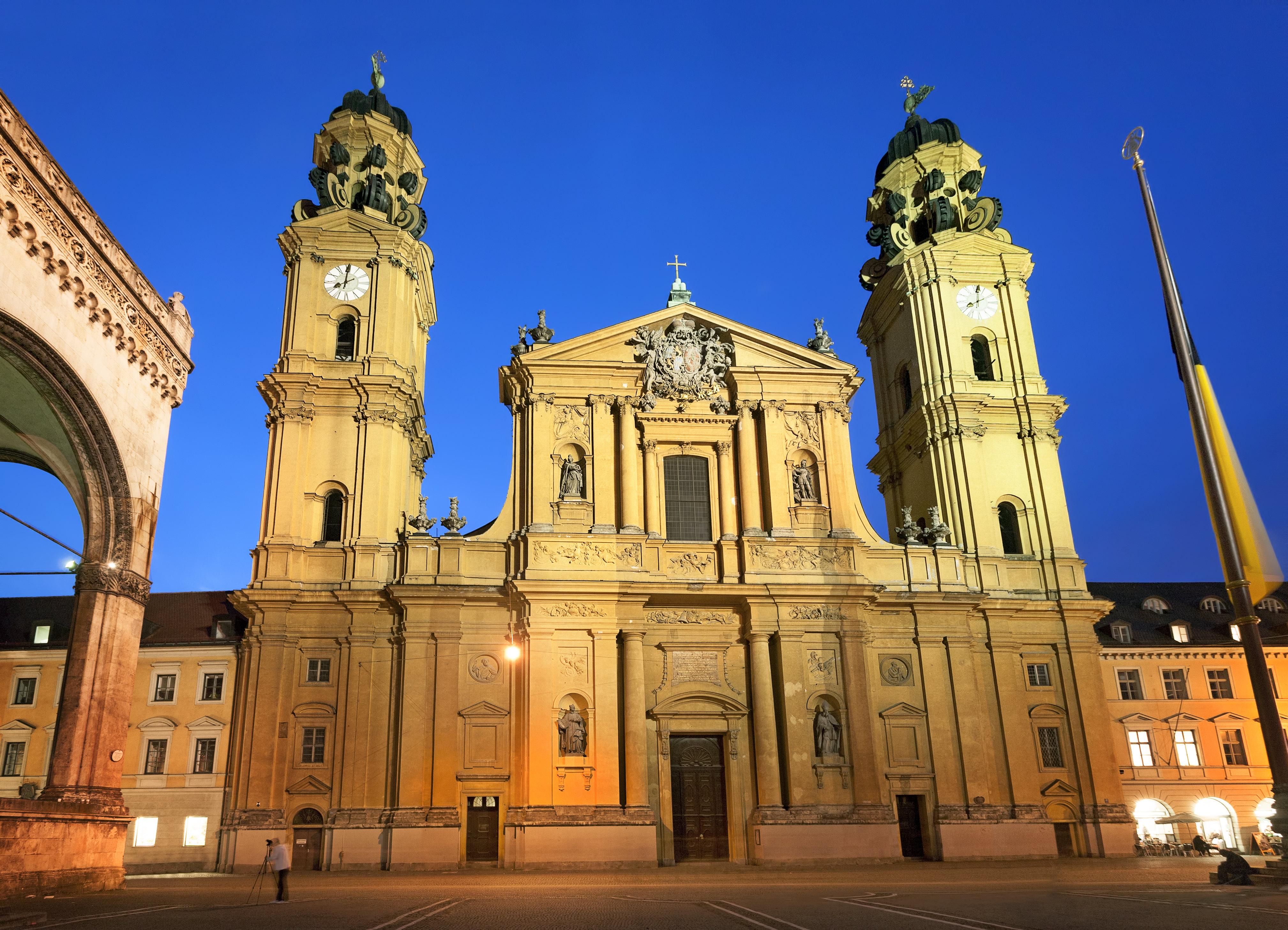 特埃蒂娜教堂  Theatinerkirche St. Kajetan   -1