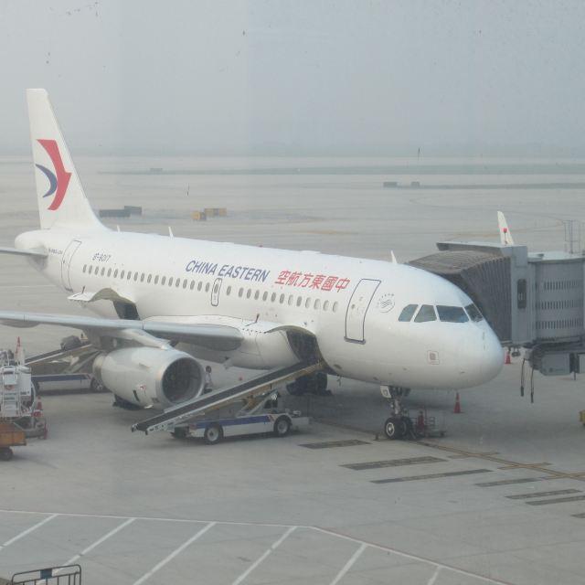 然后动车坐到成都,这种方案要比南京飞成都省下一半的费用; 2,飞机