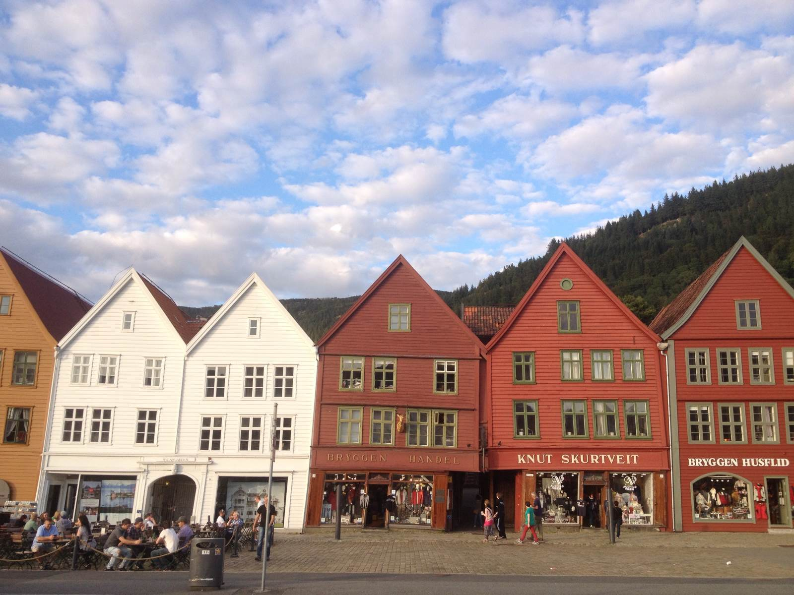 古老的彩色木屋建筑群,是挪威国内最著名的中世纪时期城市居民区遗址