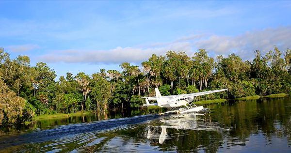乘坐水上飞机