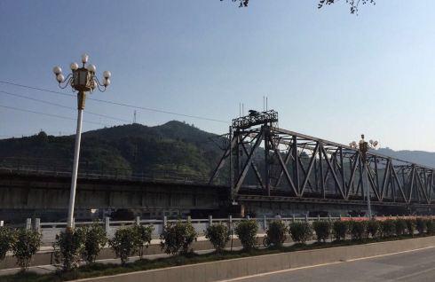 从西安乘飞机到芷江侗族自治县,朋友接机后驱车近一小时,抵达夜郎