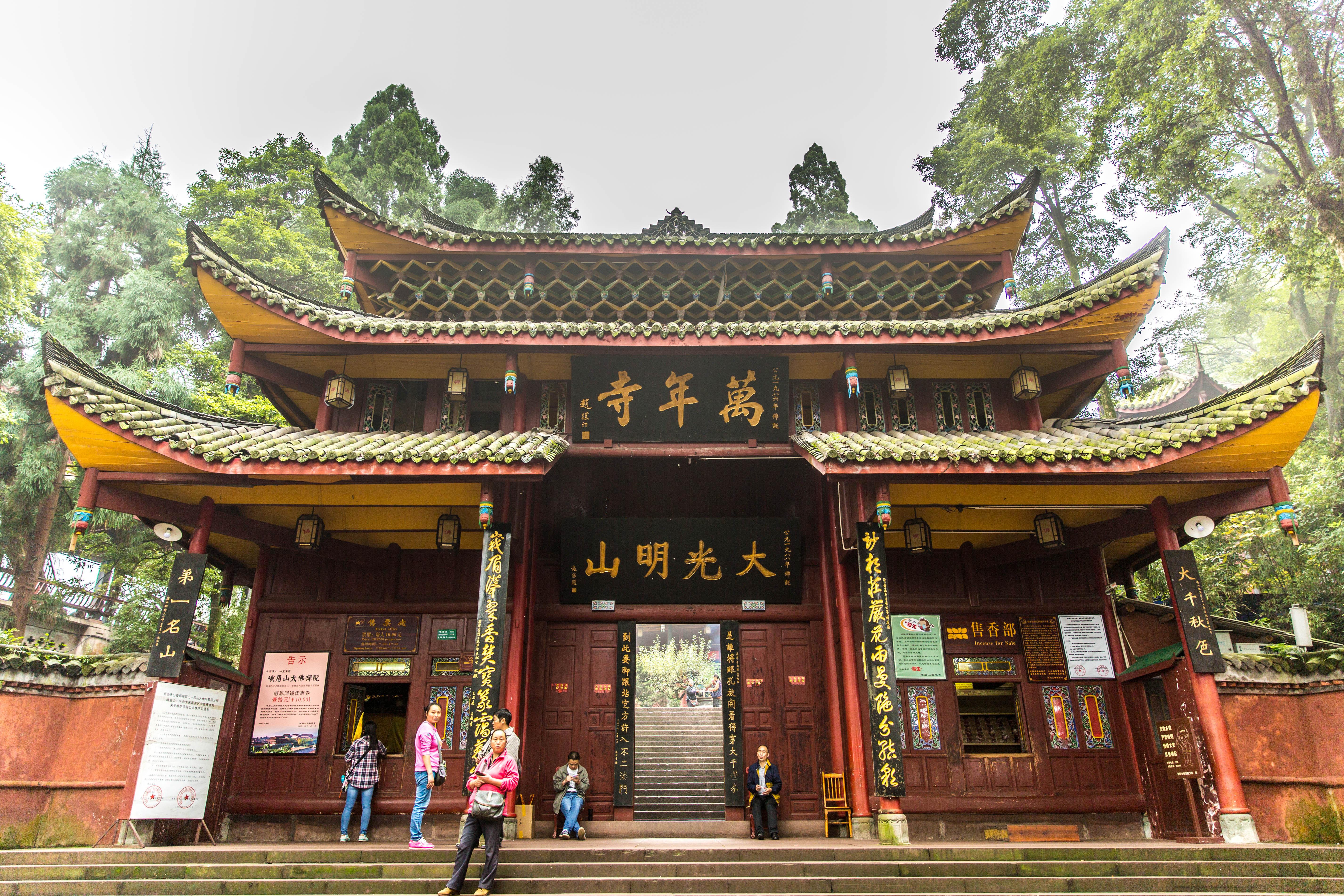 全寺除砖殿为砖石穹隆顶外,其余均为木结构.