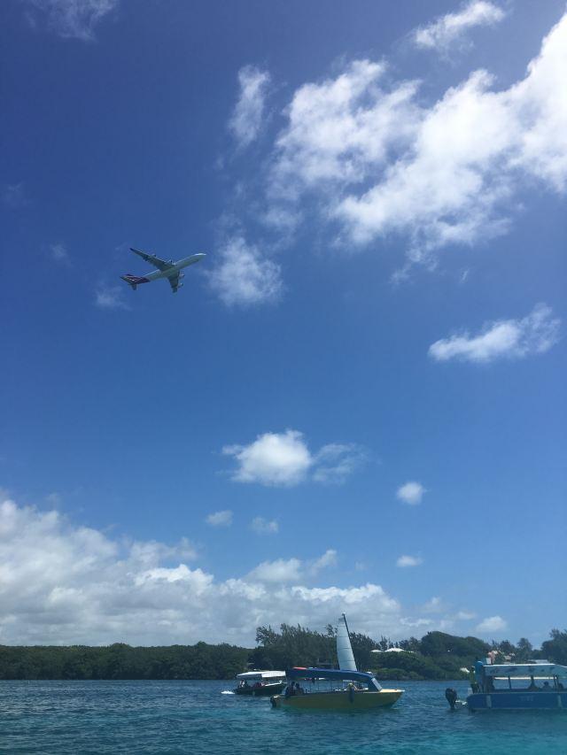经常有飞机从头顶飞过