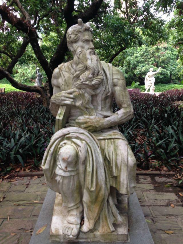 米开朗琪罗创作的摩西像