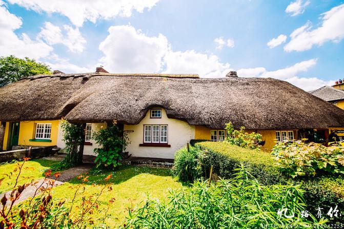这里的茅草屋,看起来和童话故事是一样一样的