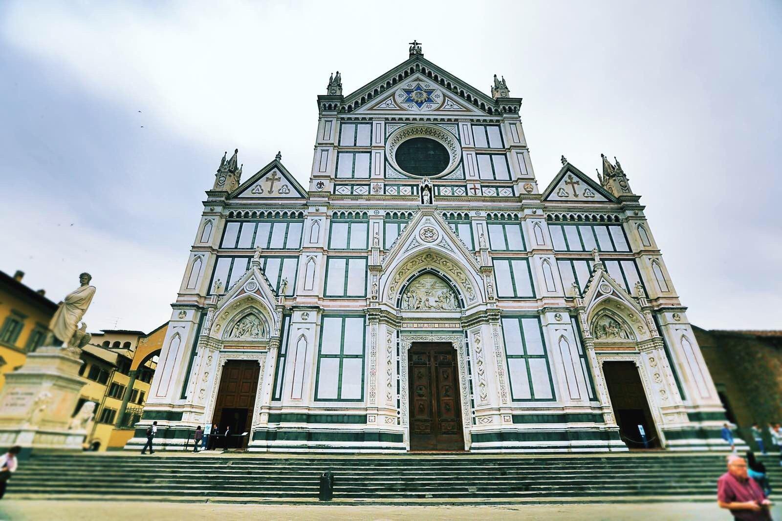 段段古老的中世纪欧式建筑