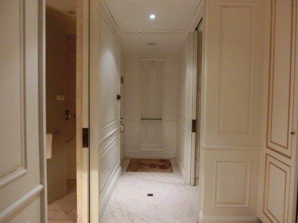 洗手间和过道玄关设计效果图