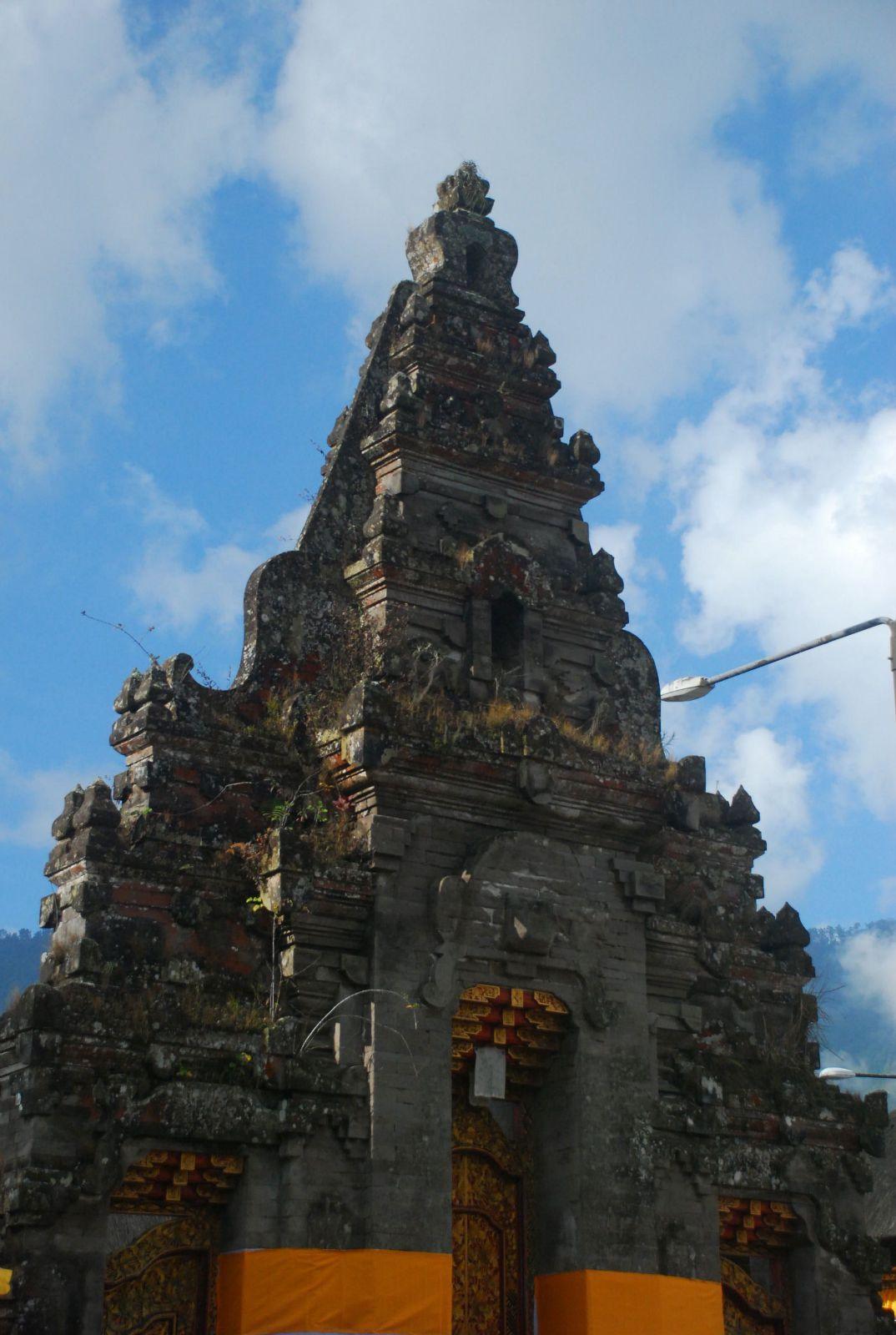 巴厘岛水神庙 是日从乌布往北,途径布拉坦湖到达了这天的终点,门都