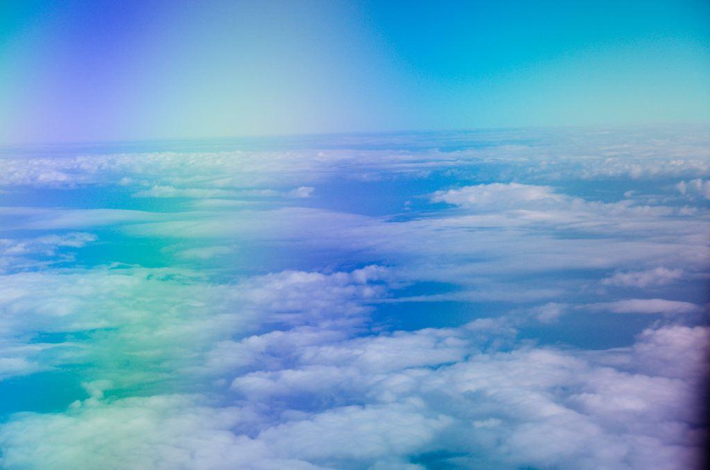 背景永远是最纯粹的天蓝色