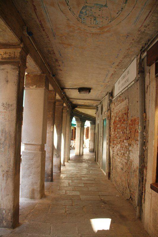 最喜欢的是欧式建筑下的回廊