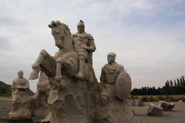 景区入口山坡雕塑