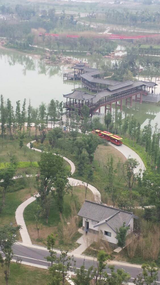 天发广场知道吗?去汊涧的车就路过红草湖公园!