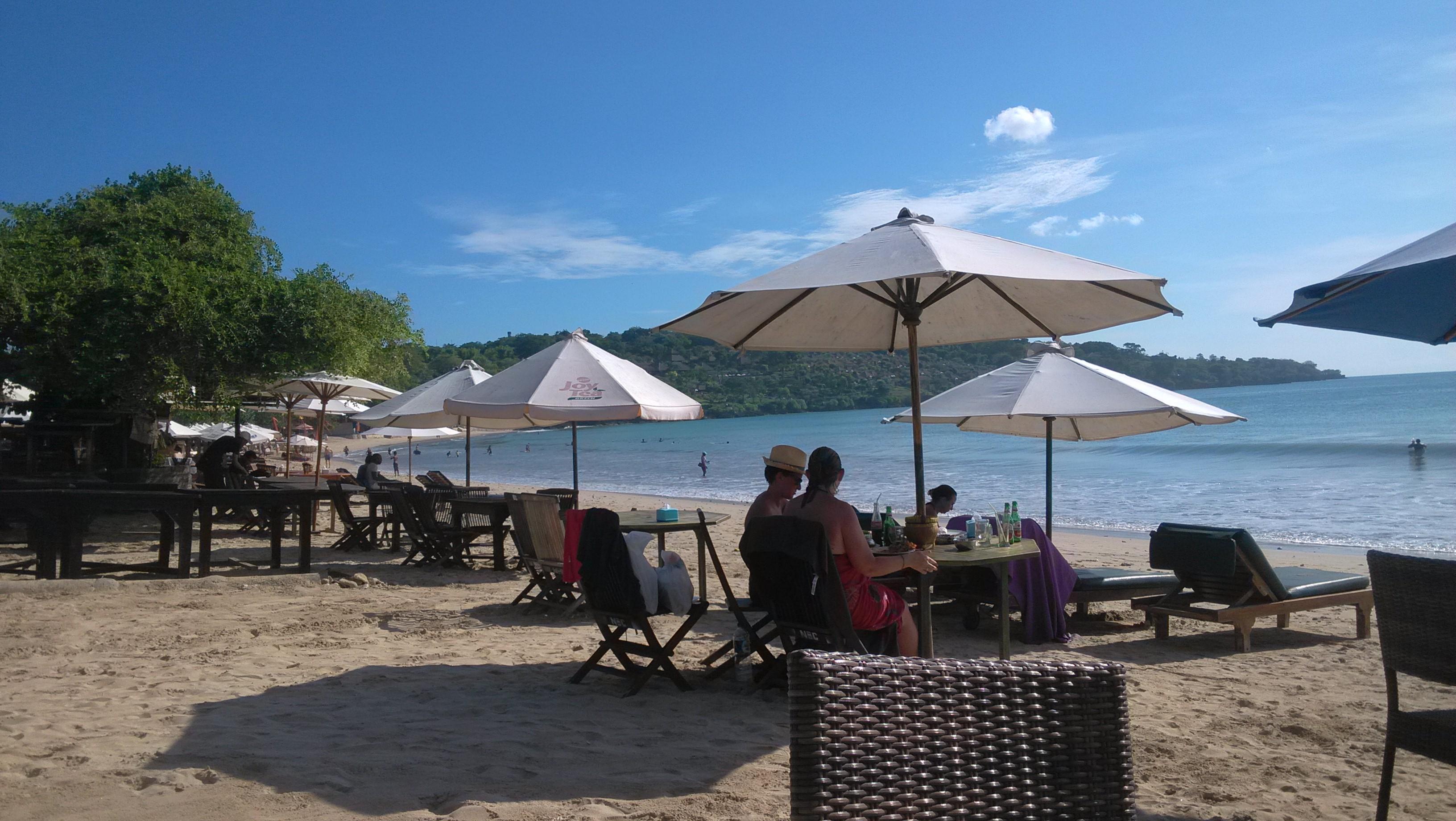 海边风景伞图片