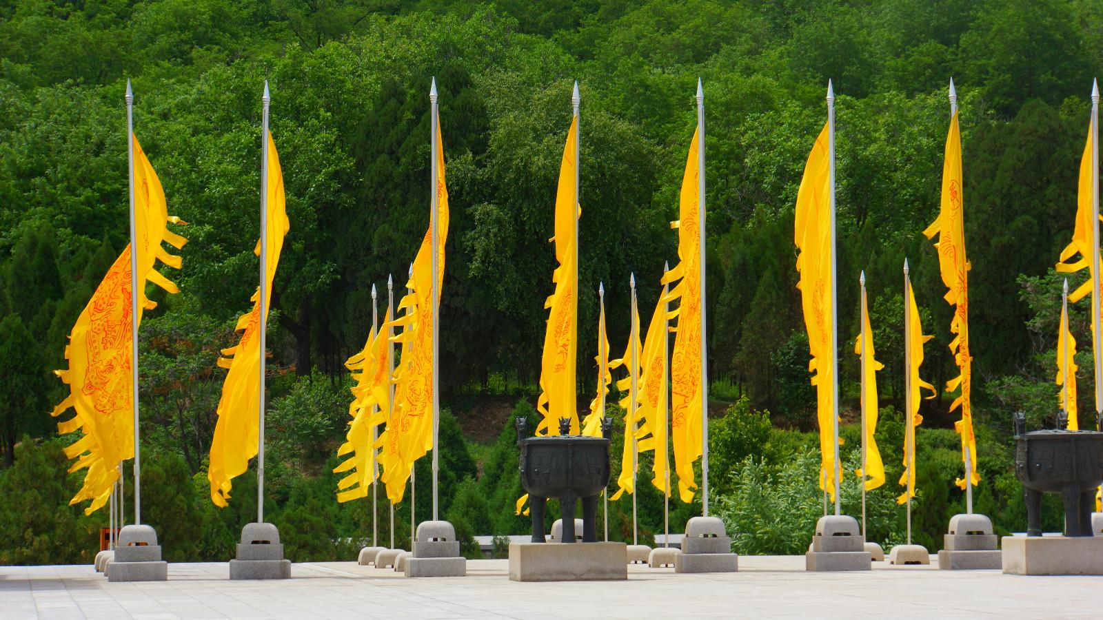 在陕西流传着这样的说法,就是黄帝手植柏是天下最粗壮的柏树,传说它的