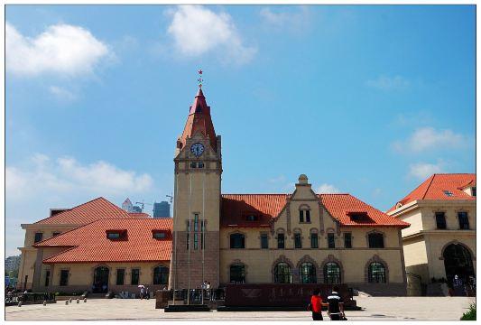 青岛火车站位于青岛市中心