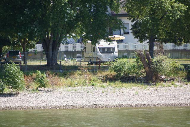 """今天""""鼠塔""""作为莱茵河上的信号塔指导着来往船只的"""