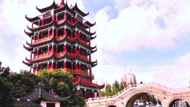 鹤鸣楼是川沙的标志性建筑