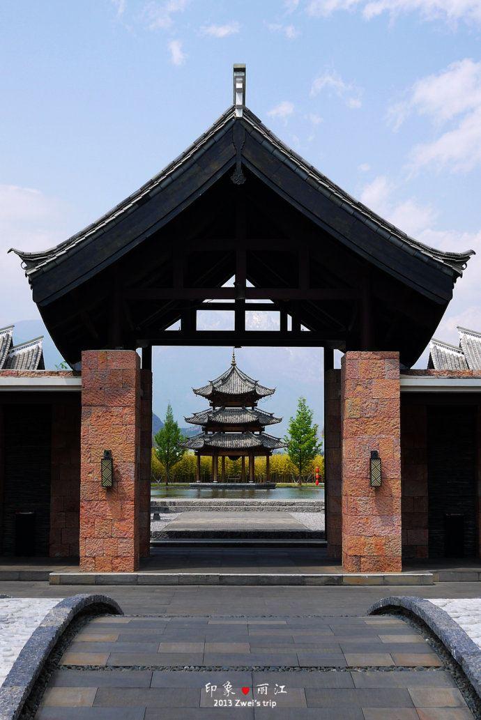的建筑采用了云南庭院式古风,一进门的景观就让人非常震撼!
