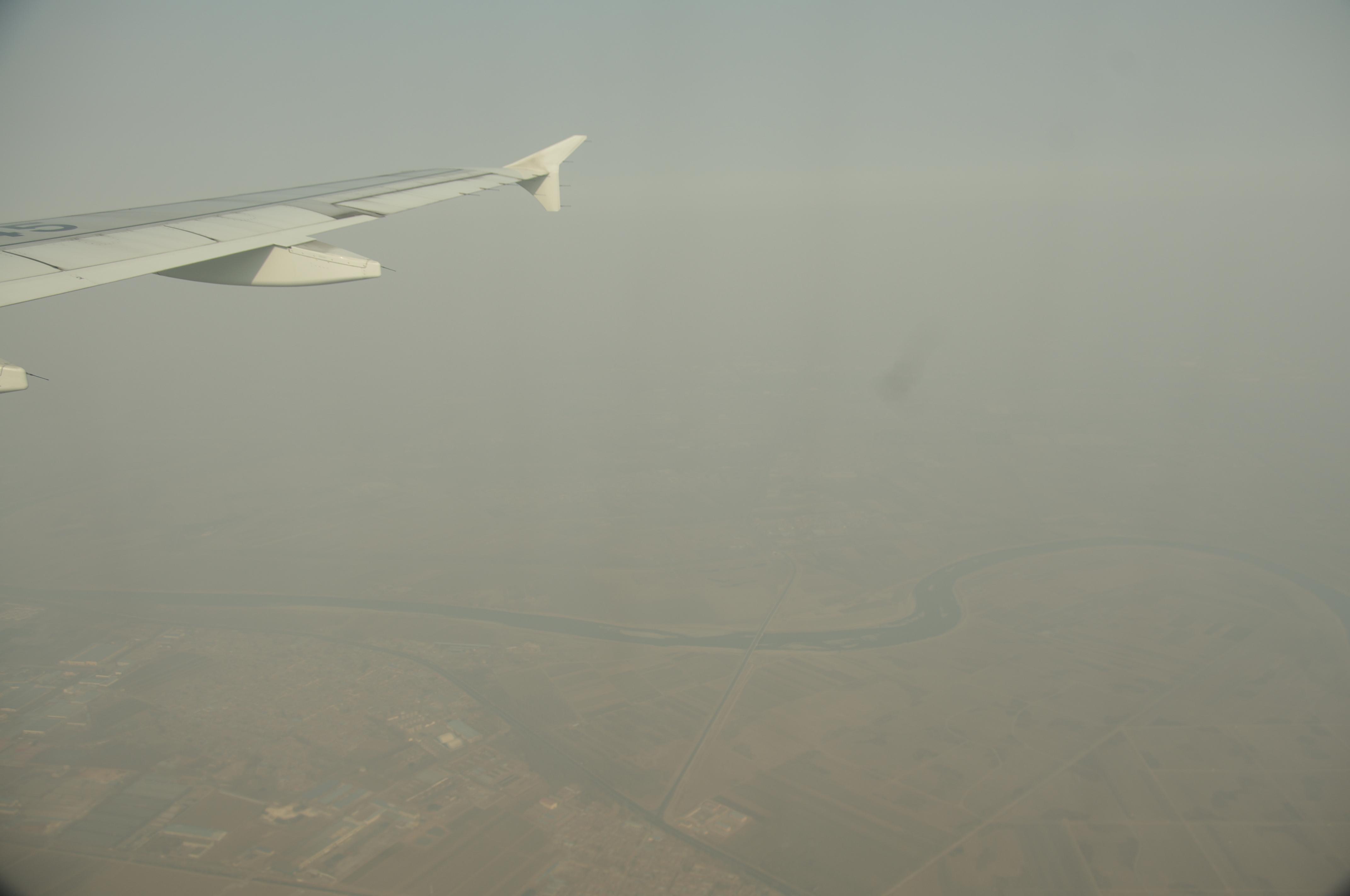 雾霾~沙尘暴~等等~当时从上往下看感觉会不大好,结果下飞机以后看到的