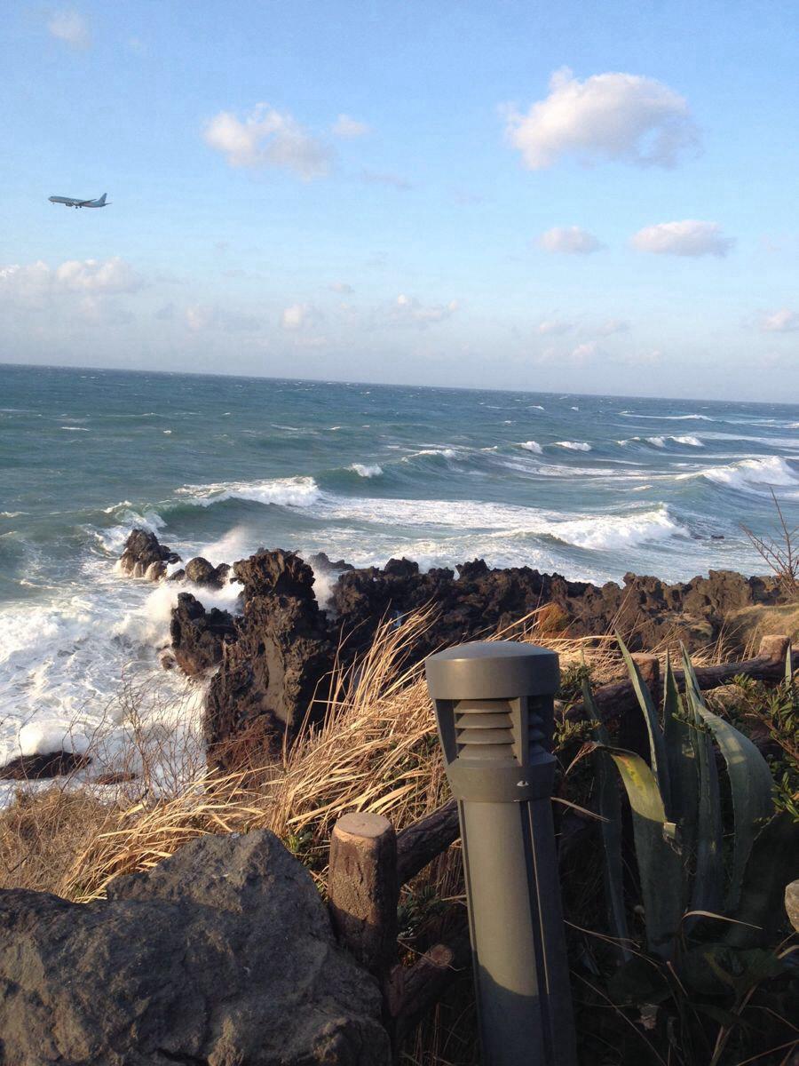 第二天来济州岛了,风真大…但是海景不错,乱打秀真心不错