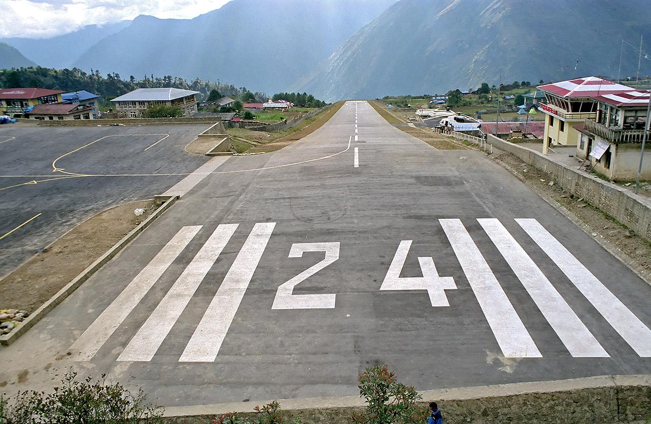 """因其独特的飞机跑道而享有""""世界上最危险飞机场"""