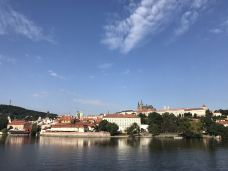 伏尔塔瓦河-布拉格-梅理熊