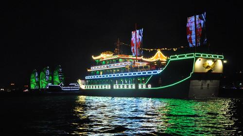 永乐号郑和宝船夜游三亚湾