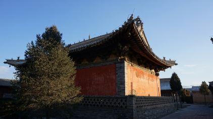 释迦寺正殿侧后