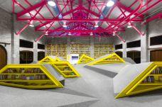 墨西哥康纳特图书馆-蒙特雷-在路上的Jorick