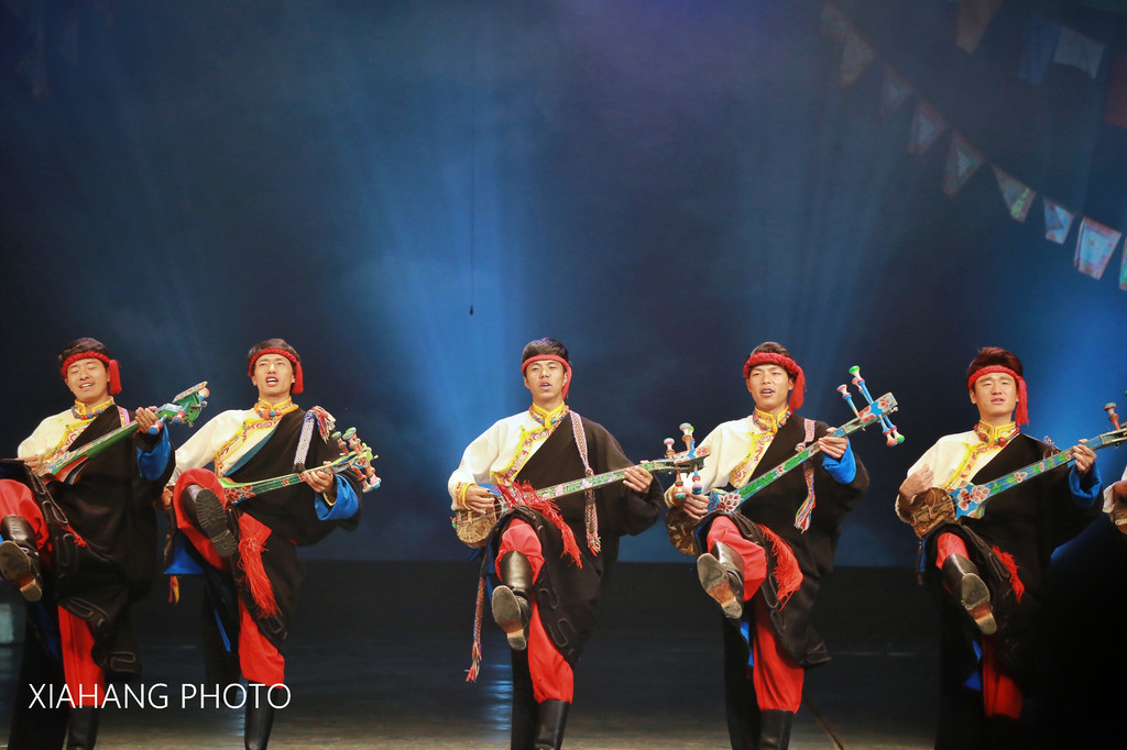 jiuzhaigou tours things to do-night show