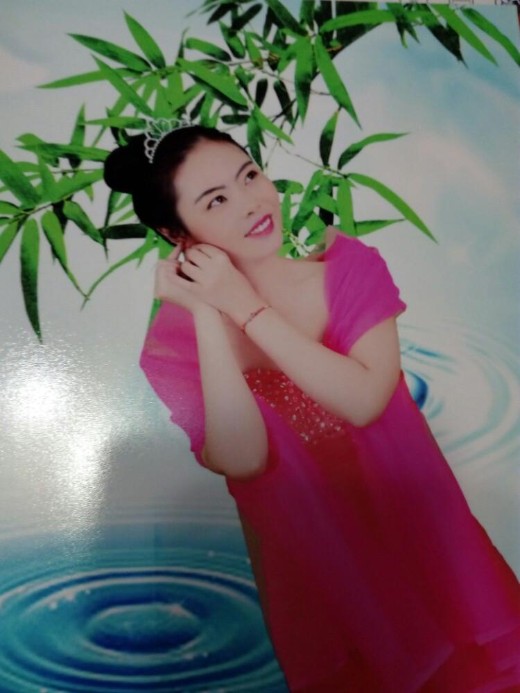 女人吉利的微�yi-9`�_幸福快乐的一家人,我们照了艺术照,时间是2016年9月艺术照