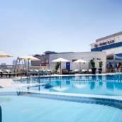 迪拜皇冠假日酒店
